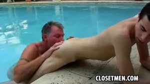 Greenhorn twink fucking a busted stud